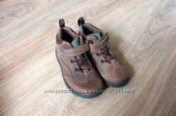 Шикарные ботиночки фирмы Clarks с мембраной Gore Tex для мальчика