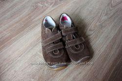 Классные, легкие ботиночки на малыша 25 размер