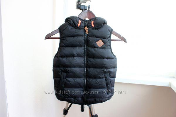 . Теплая, воздушная жилетка для мальчика 5 лет NEXT