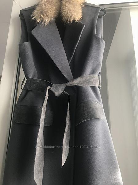 Пальто-жилет шерстяное с меховым воротом БУ