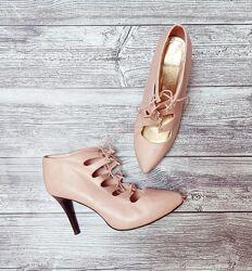 Стильные пудровые туфли