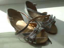 Танцювальні туфлі для маленької принцеси