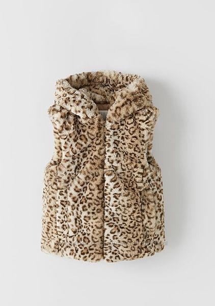 Жилет из искусственного меха с капюшоном Zara