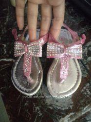 Очень красивые босоножки в пальчик для маленькой модницы.