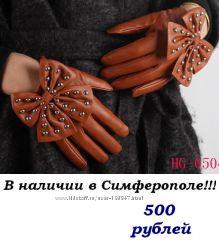 Короткие рыжие кожаные перчатки с бантиком и металическими заклепками