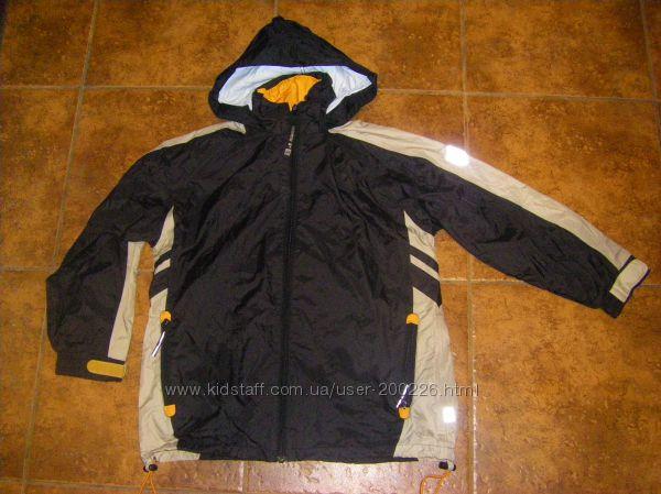 Красная и бежевая куртка-ветровка-дождевик CHEROKEE и JENTEX  134-140