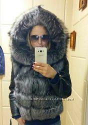 Куртка стеганная из кожи с капюшоном из чернобурки