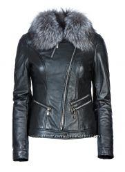 Куртка из натуральной кожи и воротником из натурального меха чернобурки