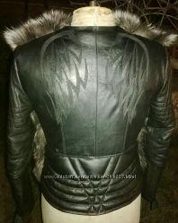 Куртка стеганная с крыльями на спине с мехом чернобурки