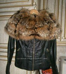 Куртка кожаная с воротником из натурального меха енота