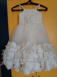 Продам очаровательные нарядные платья для принцессы