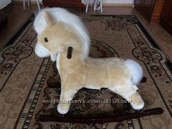 лошадка-качалка бежевого цвета