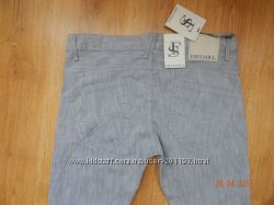 Стильные серые джинсы с Италии 31р.