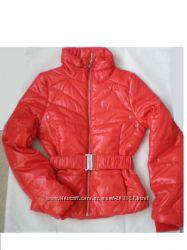красная демисезонная курточка H&M США р XS, S, M - мягкая и лёгкая как пух