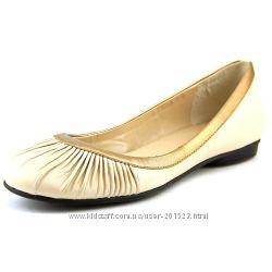 Красивые дорогие кожаные туфли балетки Bella Vita из США p 38. 5-39