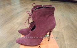 Осенние замшевые ботинки на шпильке сиреневого цвета