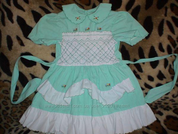 Хорошенькое нежно салатовое платье на 4-5 лет