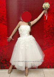 Очаровательное свадебное платье миди