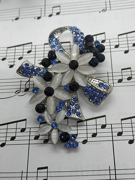 Эффектная брошь бант с кристаллами, цветы, кошачий глаз камень
