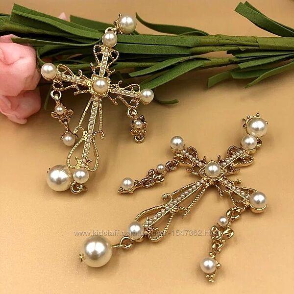 Стильные серьги мальтийский крест с жемчужинами