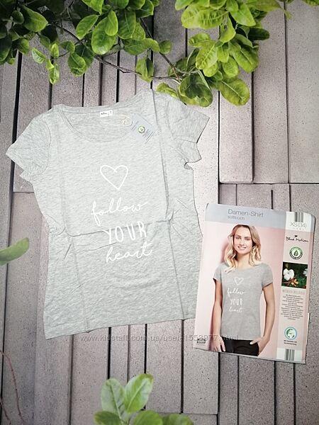 Серая женская повседневная футболка с надписью