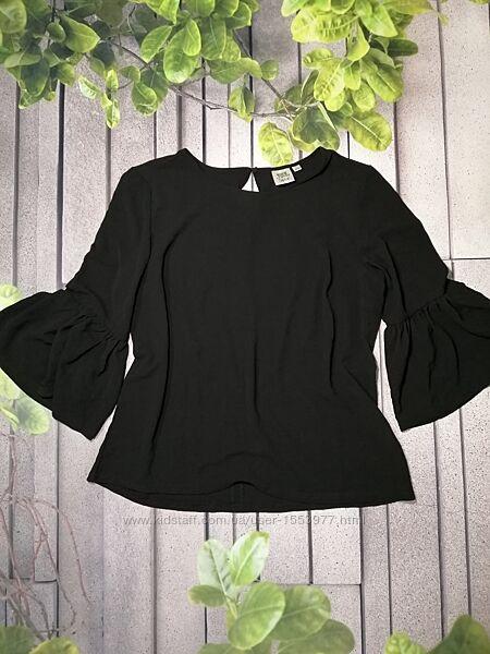 Черная блуза с воланами на рукавах креп шифон