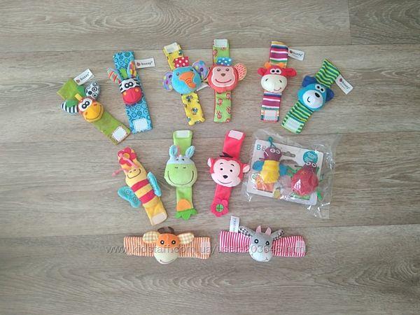 Браслетики и носочки -игрушки, погремушки