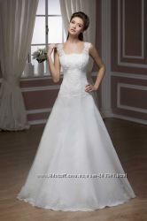 Белое свадебное платье Hadassa S-M. Стильное. Состояние - из салона. Весна