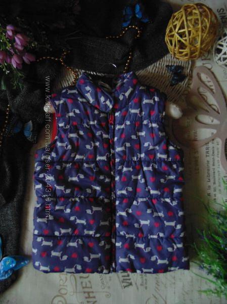 4-5лет. моднячий жилет marks&spencer. mега выбор обуви и одежды