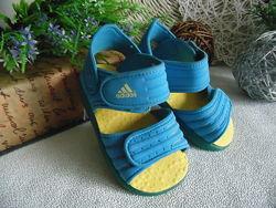Босоножки Adidas оригинал25размер