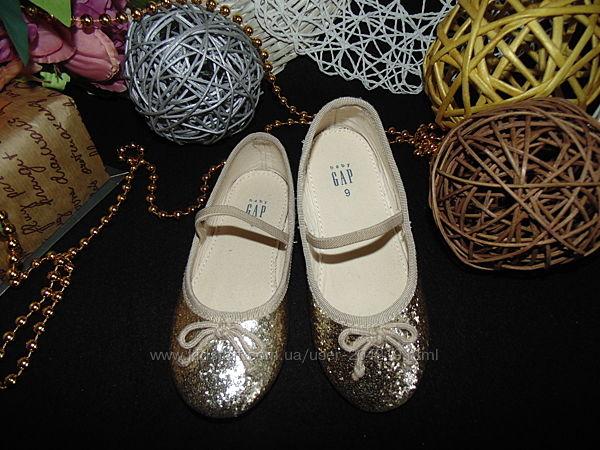 Золотистые туфельки Gap