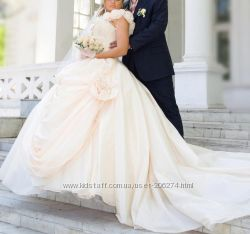 Свадебное платье, шлейф.