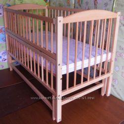 Детская кроватка на шарнирах из бука