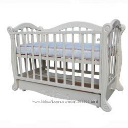 Дитяче ліжко з стразами.