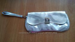 Серебристая сумочка клатч Avon by Ungaro