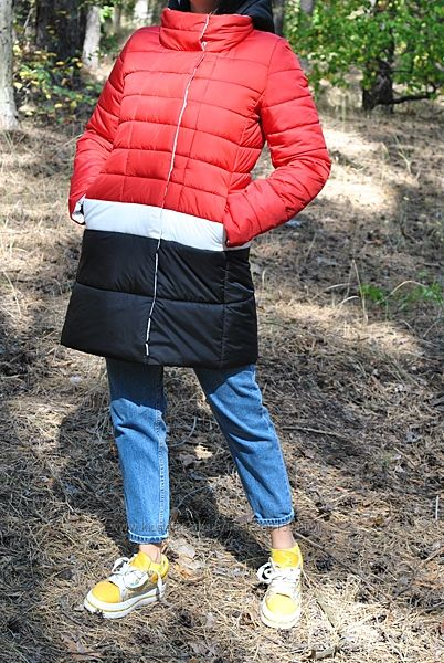 Красивая трехцветная куртка на еврозимний вариант, очень удобная