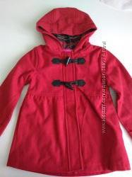 Отличное красное пальто на девочку 5-6 лет