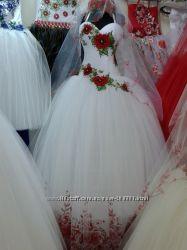 свадебное платье в украинском стиле с маками