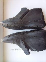 Продам осенние ботиночки стелька 23. 5-24см в подарок кроссовки бу