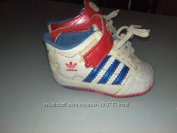 Кроссовки-пинетки adidas