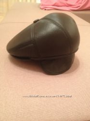 Кожаная черная демисезонная кепка