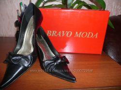 Элегантные класические  черные  кожаные туфли.