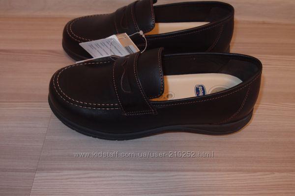 Кожаные туфли  chicco   28 размеры