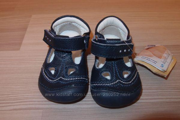 Кожаные  ботинки, туфли, босоножки  Chicco 17, 18, 19 размер