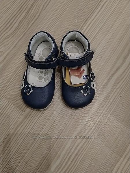новые  туфли 20 и 21 размер Chicco