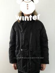 Куртка зимняя, теплая, парка размер М, капюшон меховой.