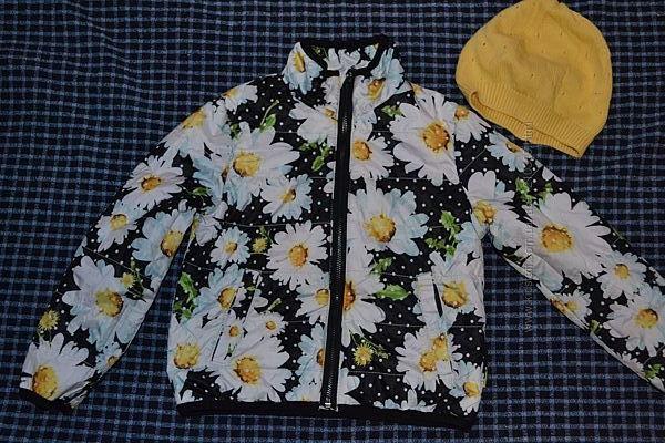 Демисезонная куртка на девочку красивой расцветки на 5-6 лет.