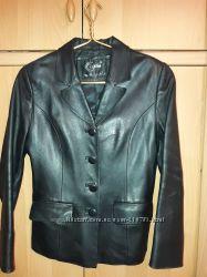 Продам черный пиджак , натуральная кожа, размер S