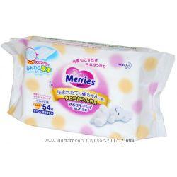 Merries. Мягкие детские влажные салфетки в футляре и сменные блоки.