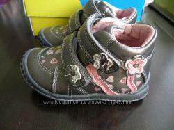 Продам новые ботиночки Beeko р. 21